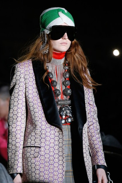 00025-gucci-details-spring-2019-ready-to-wear